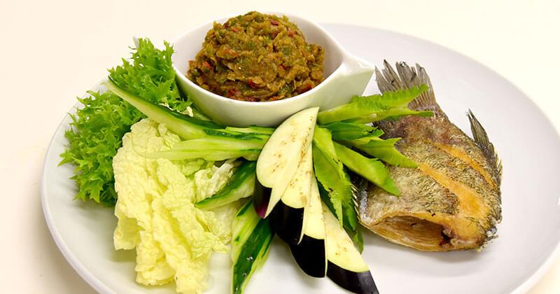 プラーサリット・トート(揚げサリット魚)ปลาสลัดทอด