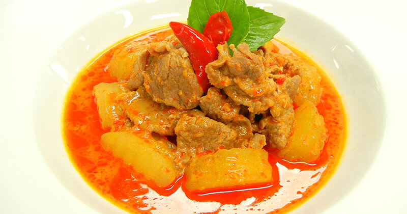 ゲーンペット・ムー・カップ・ファク(豚肉と冬瓜のレッドカレー)แกงเผ็ดหมูกับฟัก