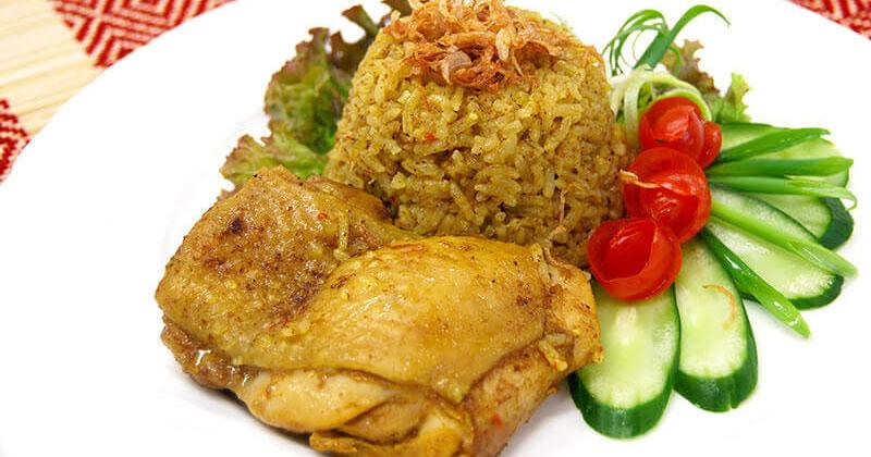 カーオ・モック・ガイ(鶏肉のスパイス炊き込みごはん)ข้าวหมกไก่
