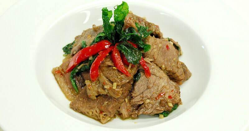パット・ガパオ・ヌアプアイ(煮込み牛肉のガパオ炒め)ผัดกะเพราเนื้อเปื่อย