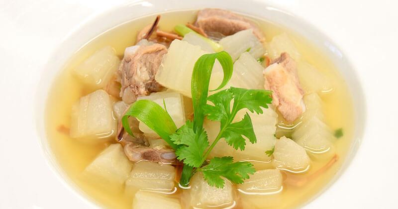ゲーン・チュー・フア チャイタオ(大根と骨付き豚肉のあっさりスープ)แกงจืดหัวไชเท้า